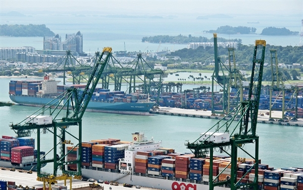 Singapore Remains World's Top Shipping Center